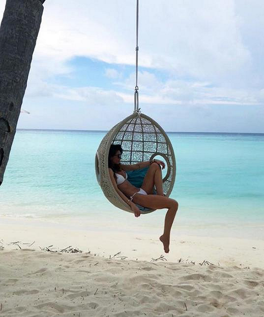 Monika Koblížková si doprává relax na Maledivách.