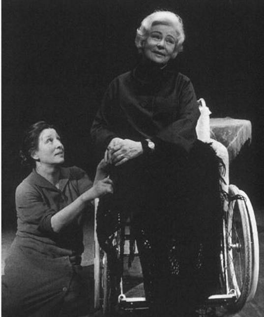 Vlasta Fabianová s Danou Medřickou (vlevo) v Kočičí hře (1982)