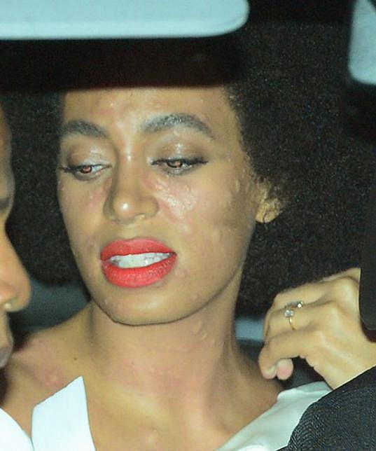 Takhle Solange opouštěla svatební párty.