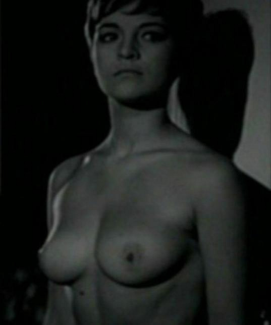 Ida Rapaičová ukázala ňadra ve filmu Ta třetí z roku 1968.