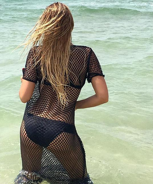 Zpěvačka obléká plavky vskutku velmi často bez ohledu na roční období.