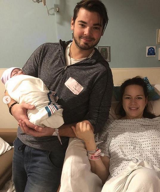 Také šťastný otec Michal Neuvirth se radoval z nového přírůstku do rodiny.