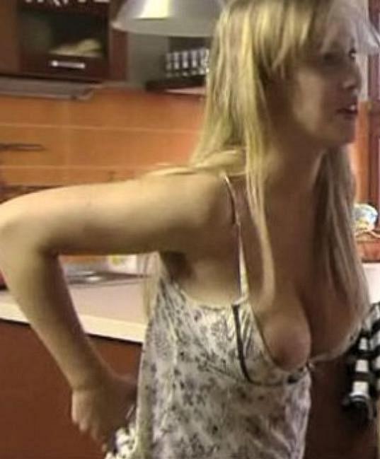 Krásná blondýnka Aneta Krejčíková se v sedmnácti letech svlékla v seriálu Ulice.