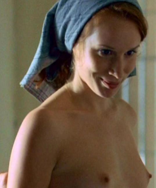 Herečka Táňa Pauhofová se prý styděla za svou postavu. Na filmovém plátně ale odhodila veškeré zábrany a neváhala se ukázat nahoře bez.