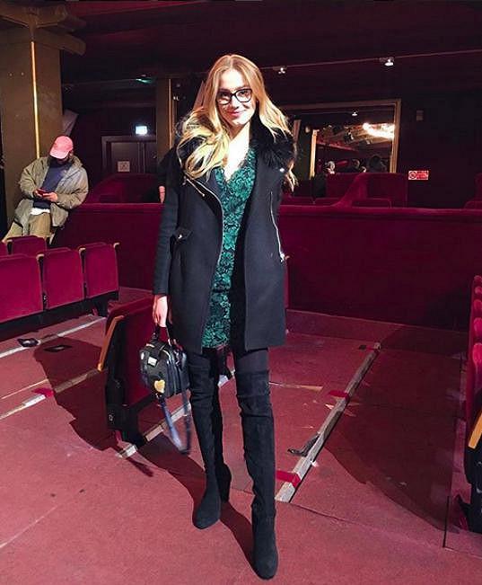 V rámci pařížského týdne módy se objevila na představení kolekce módní návrhářky Koché.