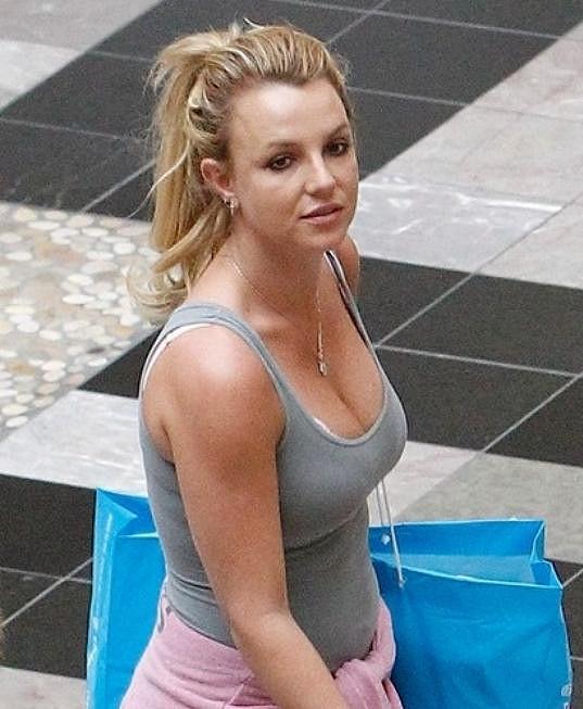 Láska dokáže divy: Britney vypadá čím dál tím lépe.
