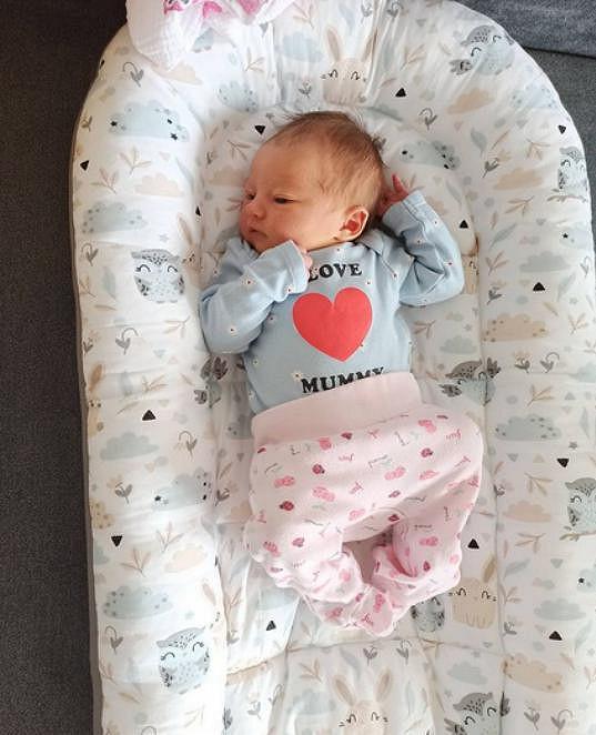 Před týdnem herečka porodila dceru. S manželem jí dali jméno Eliška.
