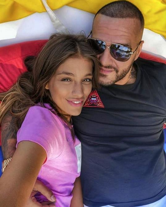 Krátce nato začal Rytmus veřejně projevovat lásku k Jasmině Alagič a řekl, že nikdy dřív nebyl šťastnější.