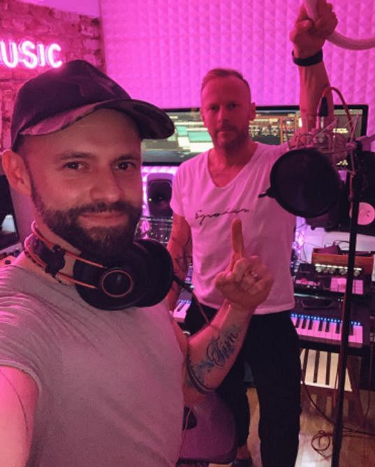 Michael Foret aka MikAel (vlevo) s producentem a hudebníkem Karlem Havlíčkem.