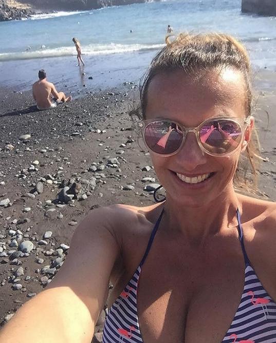 Nedávno se slunila na Tenerife.