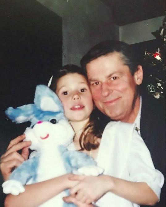 Tereza na svého tatínka velmi myslí. Ubytovala se nedaleko nemocnice, kde je hospitalizovaný.