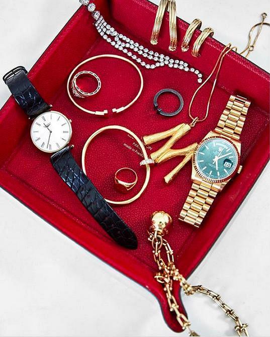 Monika přišla o některé ze svých šperků.