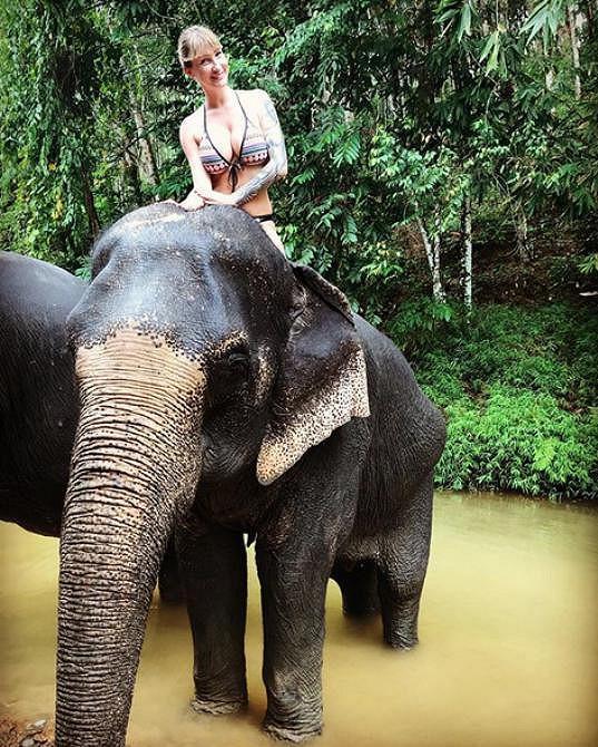 Dominika Mesarošová si v Thajsku vychutnala jízdu na slonovi.