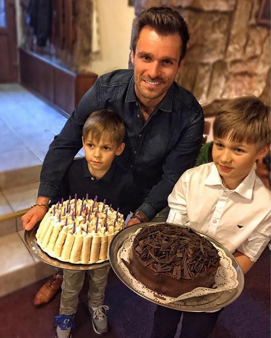 Mareš má sám dva syny a chtěl, aby vybrané peníze pomohly dětem, které neměly v životě tolik štěstí, jako ty jeho.