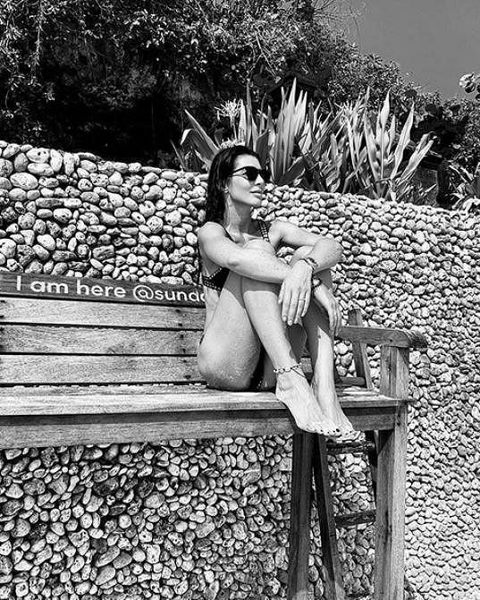 Páreček si užívá v luxusním hotelovém komplexu v zátoce Jimbaran na Bali.