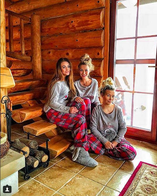 Česká Barbie se pochlubila fotkou se svými nejbližšími, maminkou a sestrou.