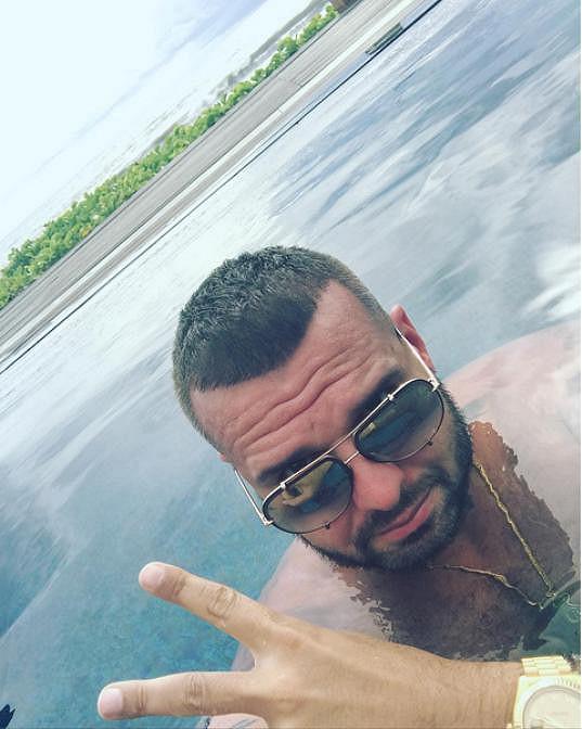 Patrik dorazil na Bali a dává o tom svým fanouškům vědět.