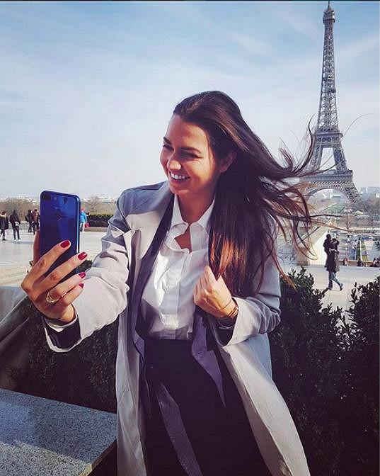 Během krátkého pobytu ale došlo i na památky. Nikol si neodpustila selfie u Eiffelovky.