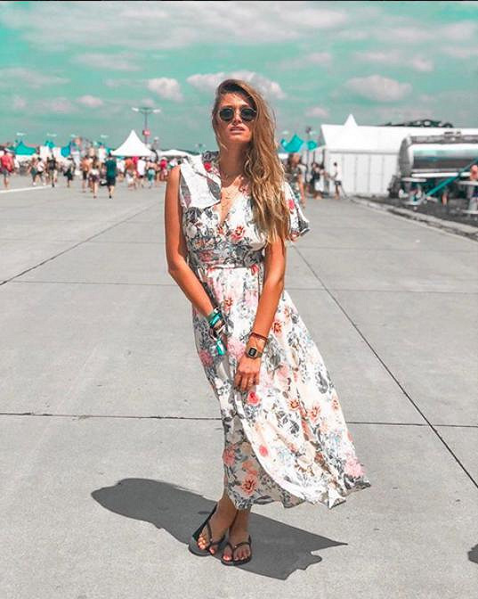 Na Pohodu si při jiné příležitosti oblékla maxišaty s květinami.