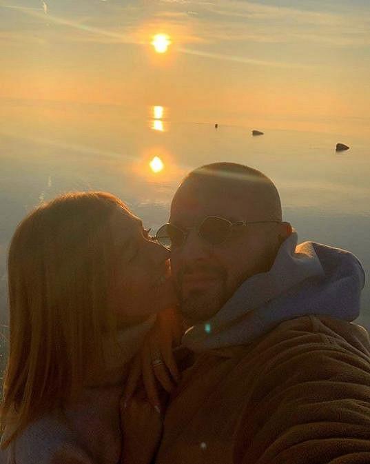K této fotce napsala Jasmina vyznání lásky svému muži.