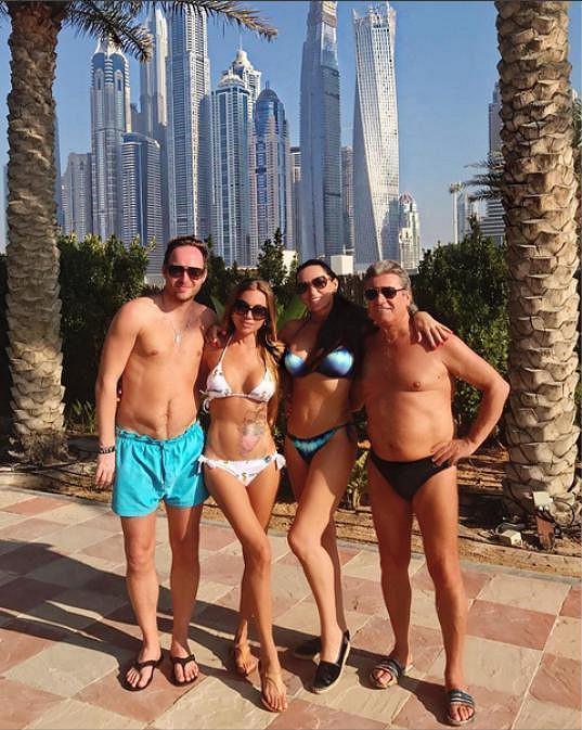 Sisa s manželem Jurajem se v Dubaji potkali s přáteli Janou Pištejovou a jejím partnerem.