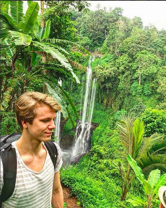 Objevoval přírodní krásy Bali.