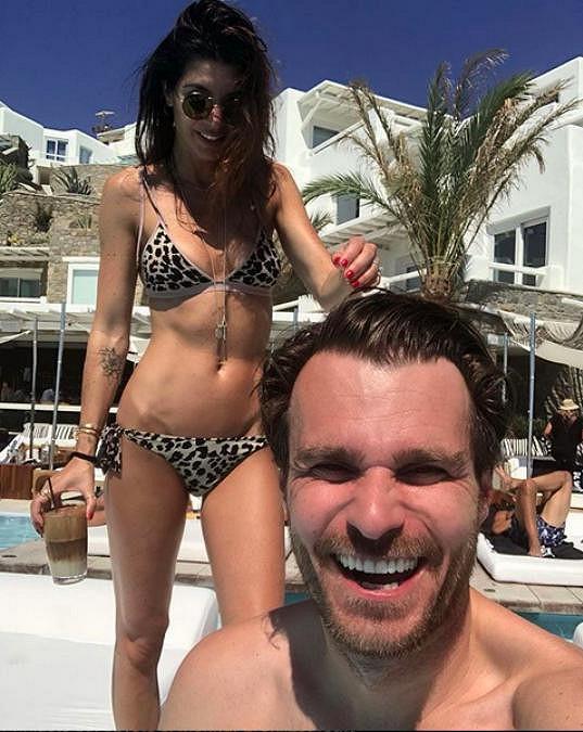 Leoš Mareš s manželkou na Mykonosu