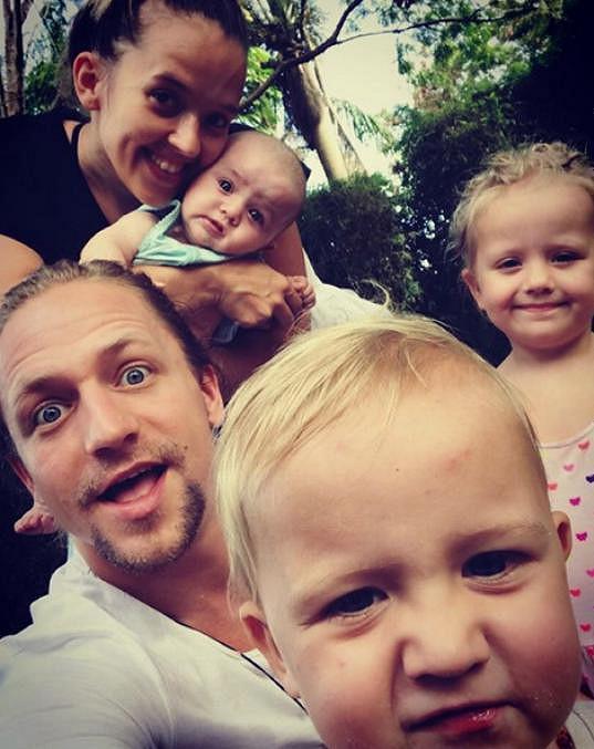 Tomáš Klus se svou početnou rodinkou