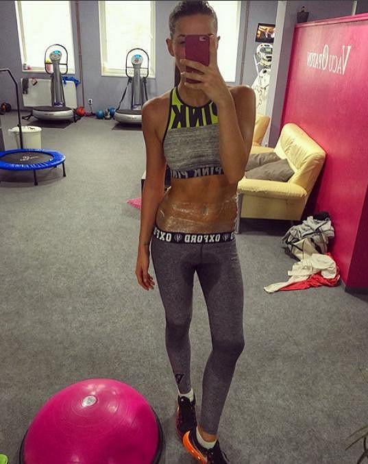 Nikol Švantnerová trpěla poruchou příjmu potravy. To už je ale minulost, dnes si dá raději pořádně do těla v posilovně. Česká Miss 2015 cvičí šest dní v týdnu a ráda na sobě testuje nové trendy ve fitness.