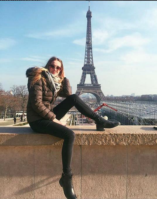 S Aničkou jsem před pár týdny strávili několik dní v Paříži, kde na sobě své trápení nedala znát.