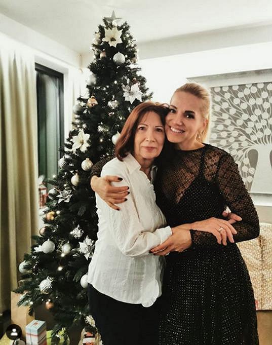 Dara Rolins slavila s rodinou, nechyběla maminka.