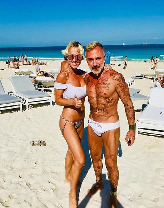 Zuzana Belohorcová se k italskému hřebci před pár lety přitulila na pláži v Miami.