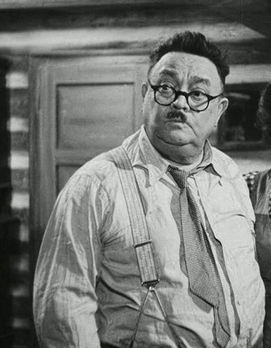Zahrál si také ve filmu Rodinné trampoty oficiála Tříšky (1949)