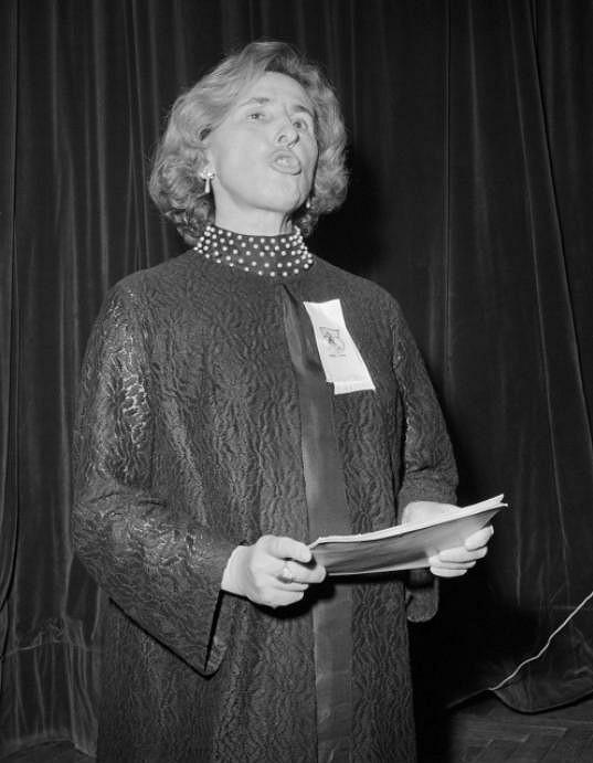 Ludmila Pelikánová během jednoho ze svých angažovaných přednesů