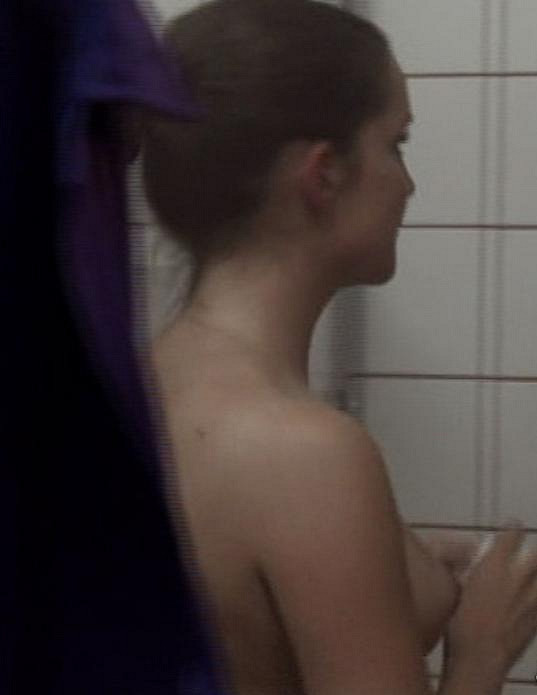 Téměř nahou ji diváci mohli vidět také v seriálu Odsouzené...