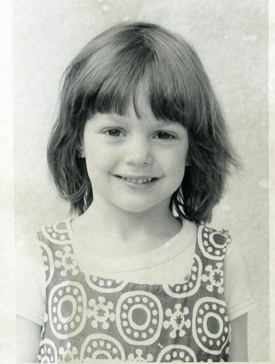 Klára Issová byla odmalička usměvavé děvčátko.