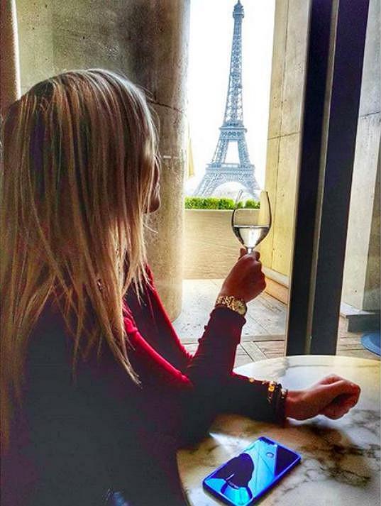 Dostaveníčko u Eiffelovy věže.