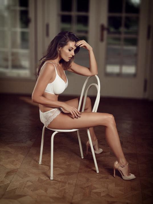 Modelka nafotila svůj vůbec první kalendář ve spodním prádle.