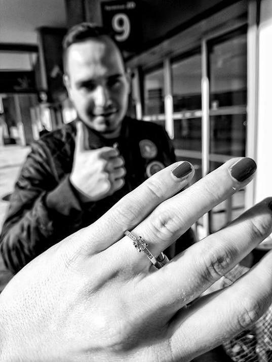 ...netušila, že ji tam čeká prsten a žádost o ruku.