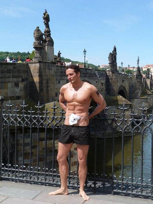 Radim Schwab má dokonalé tělo, které si pěstuje každodenním cvičením.