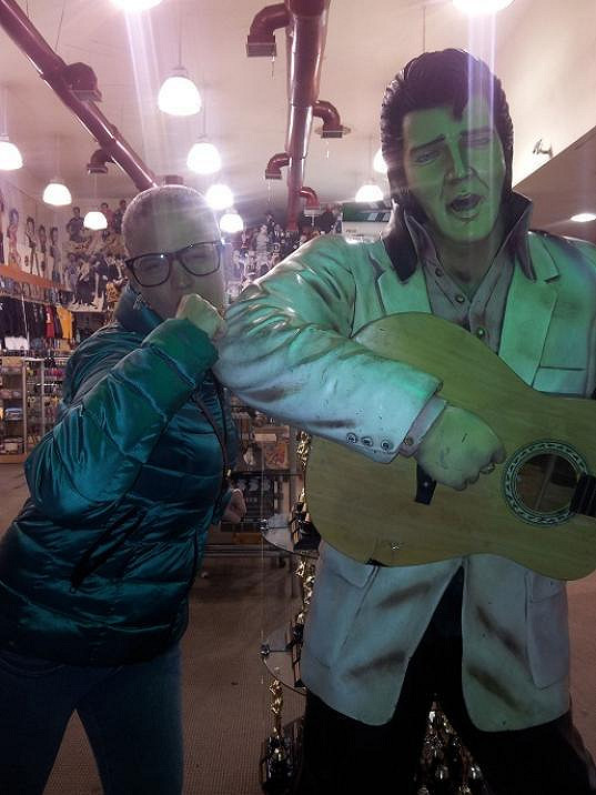 S Elvisem.