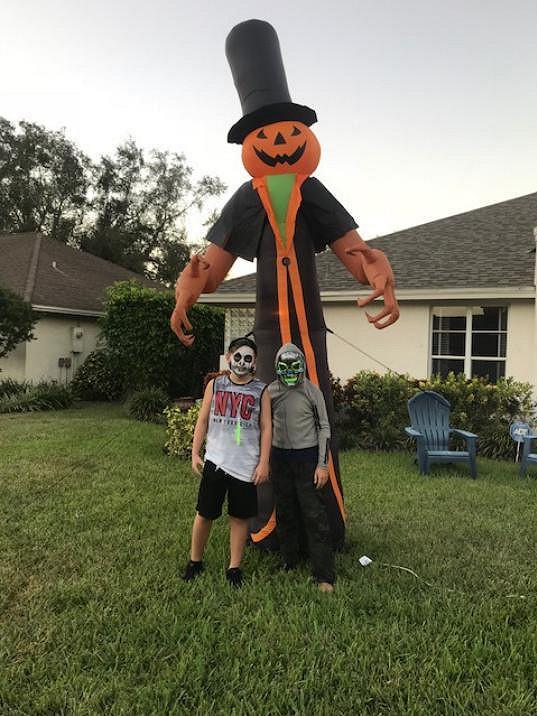 Kristián má na Floridě spoustu kamarádů.