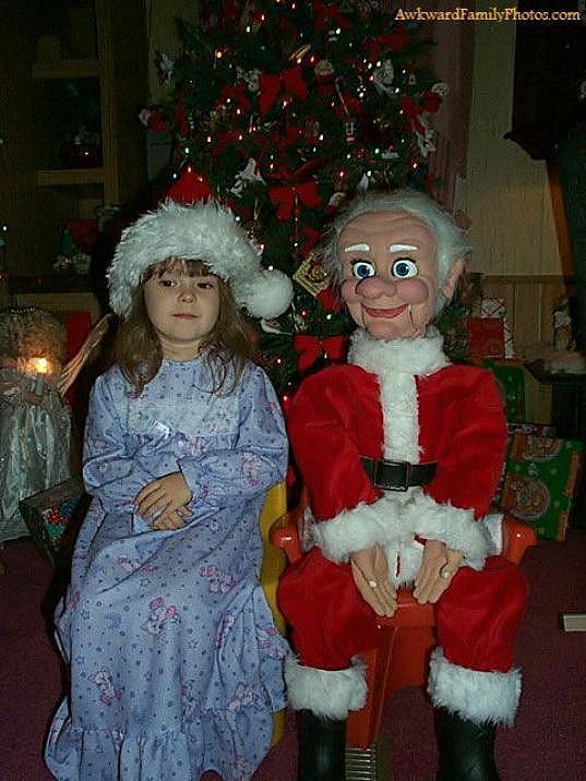 Tenhle Santa vypadá spíš jako postavička z hororu.