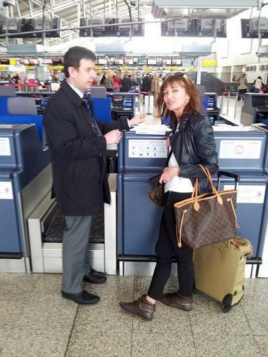 Kabelka Louis Vuitton na cestu do Zambie? Každý si o cestování myslí něco jiného.