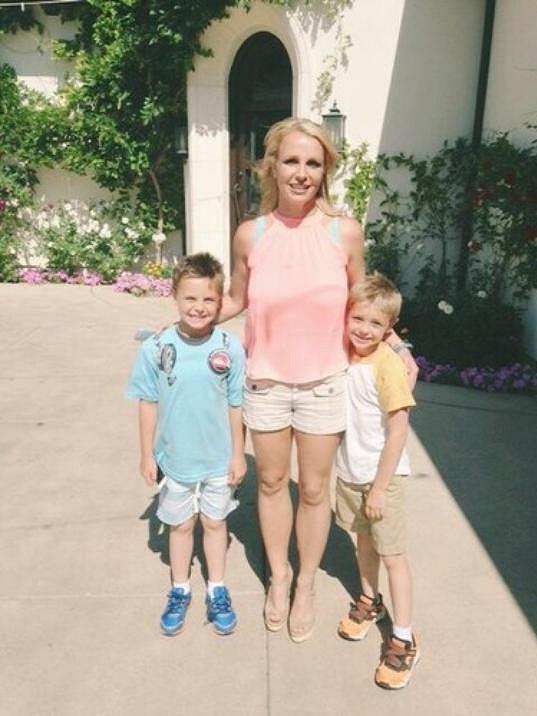Syny Seana a Jaydena má s exmanželem Kevinem Federlinem.