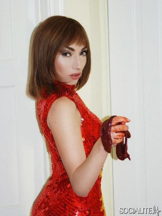 Naomi na snímku pro server SocialiteLife.com.