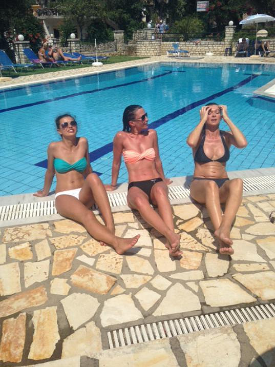 V Řecku si Gábina užívala dámskou jízdu s vnadnými kámoškami.