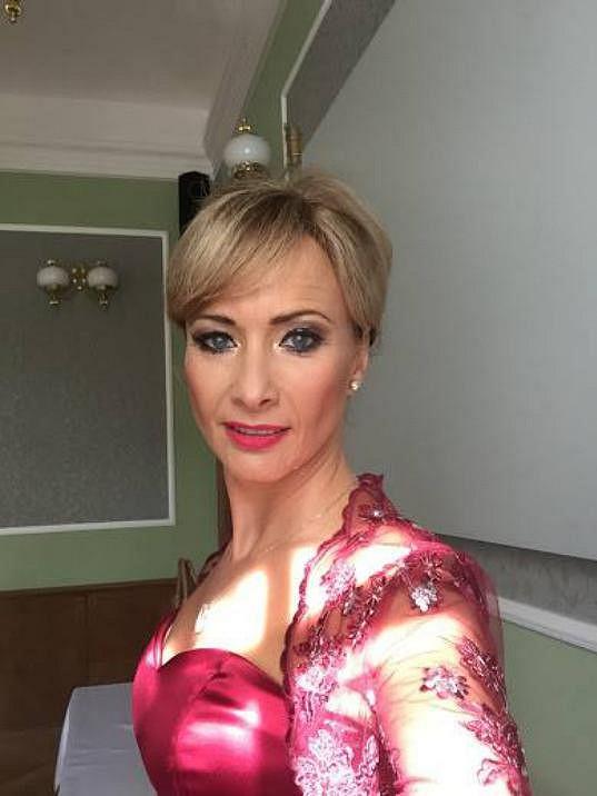 Daniela Šinkorová se vdávala v těchto netradičních šatech.