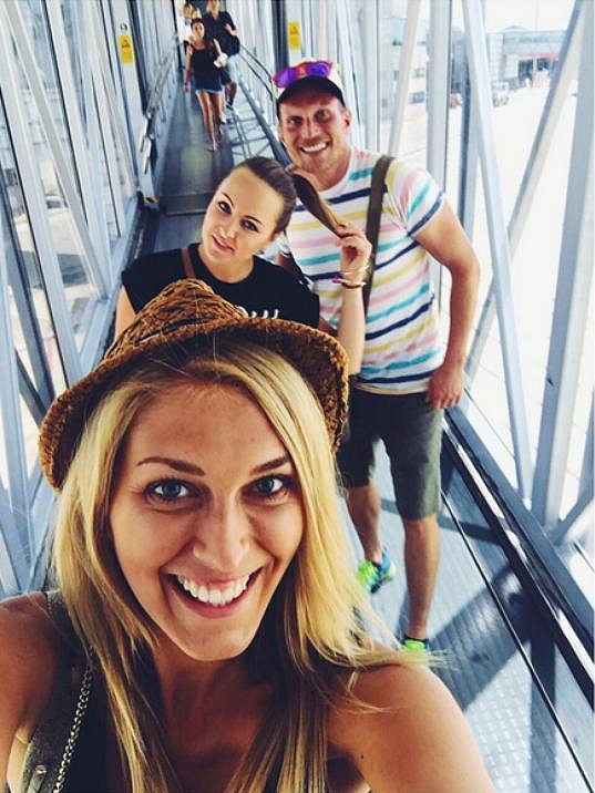 Zorka s kolegy při odletu