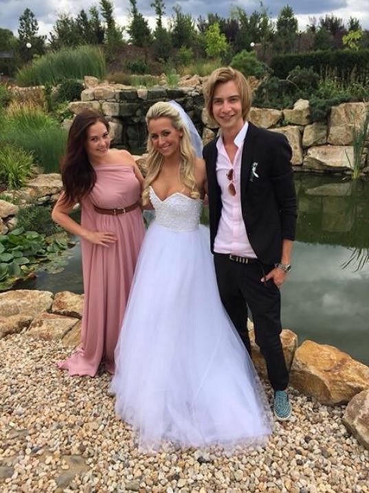 Veronika Sasková s návrhářem svatebních šatů